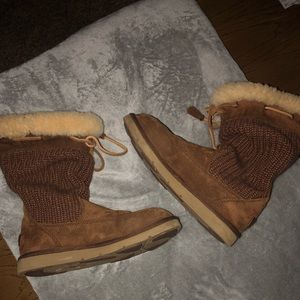 Adorable brown Ugg boots!!